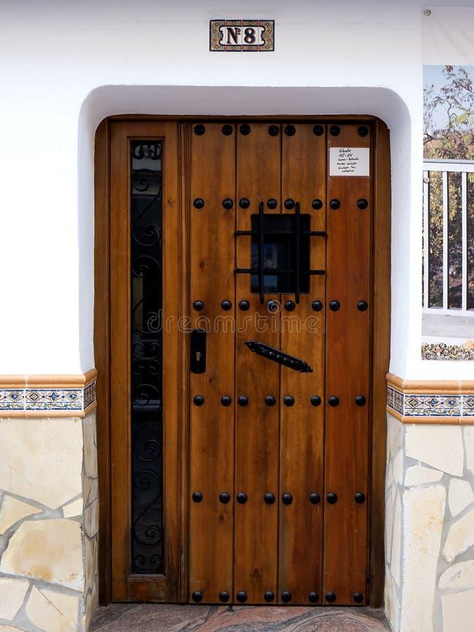 Stark dörr i Nerja, en spansk feriesemesterort på Costa Del Sol nära Malaga, Andalucia, Spanien, Europa arkivbilder