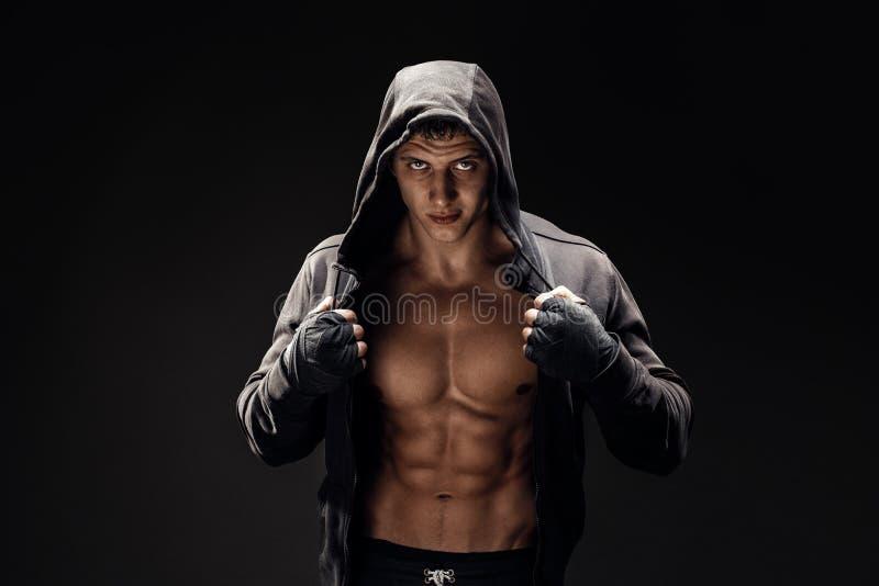 Stark idrotts- mankonditionmodell Torso som visar sex packeabs royaltyfri bild