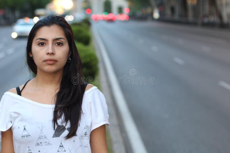 Stark seende etnisk kvinna med kopieringsutrymme royaltyfria foton