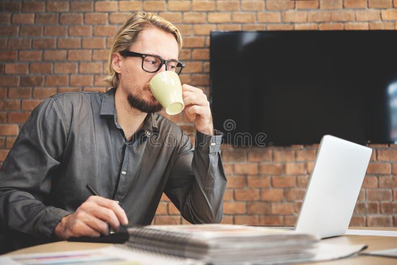 Starke männliche Designerfunktion lizenzfreie stockfotografie