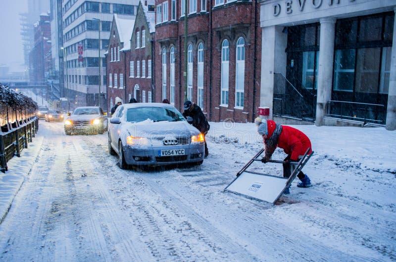 Starke Schneefälle in Birmingham, Vereinigtes Königreich lizenzfreie stockfotos