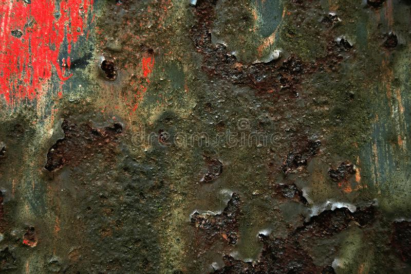 Starke Struktur und intensive Farbe auf rostigem Metall, abstrakter Hintergrund lizenzfreie stockfotos