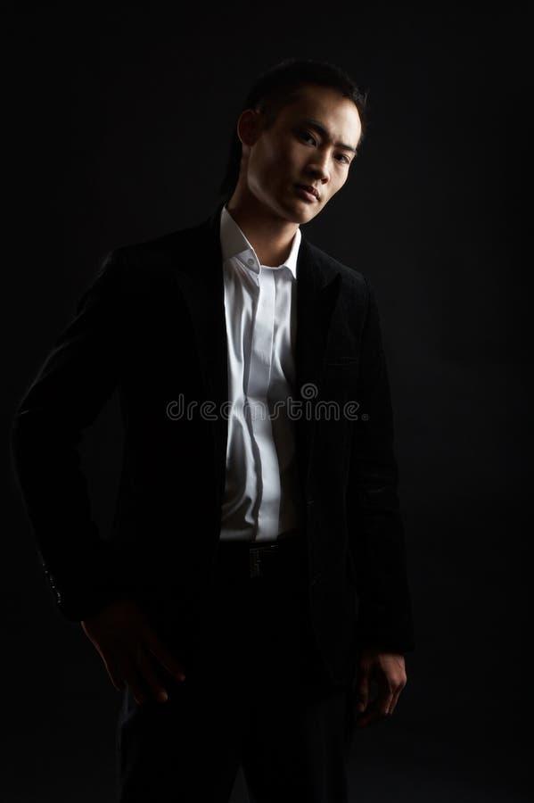 Starker asiatischer Geschäftsmann lizenzfreie stockfotos