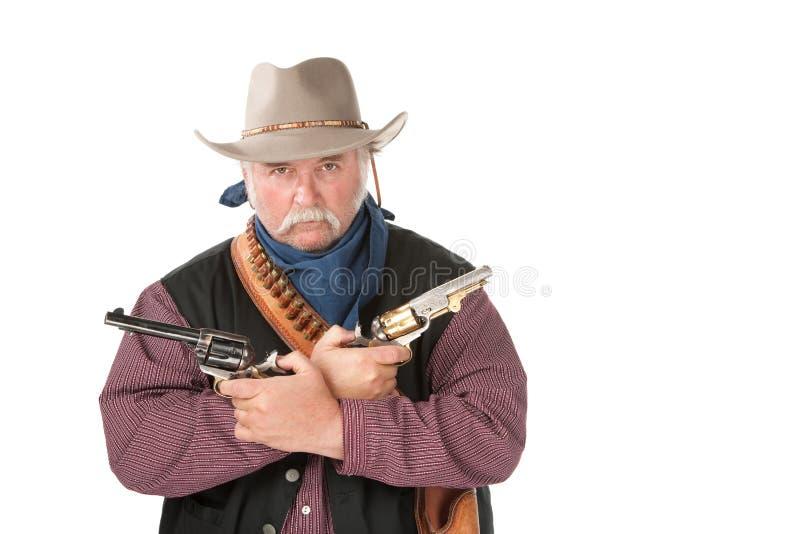 Starker Cowboy mit Pistolen stockfoto