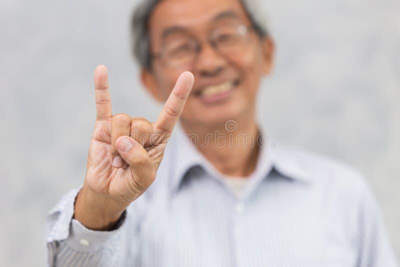 starker der gesunden älteren Personen lächelnder und positiver lebhaftlebensstil gut stockbilder
