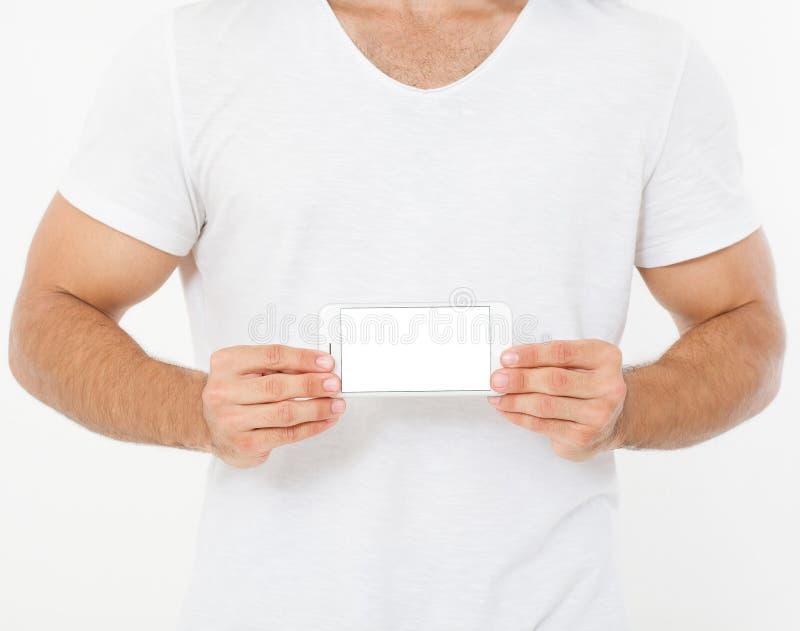 Starker Mann im Telefon des T-Shirt Griff-leeren Bildschirms lokalisiert auf weißem Hintergrund, Eignung Apps Draufsicht, Schein  stockbilder