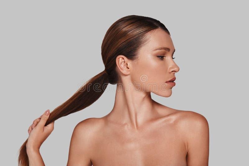 Starkes und schönes Haar lizenzfreies stockbild