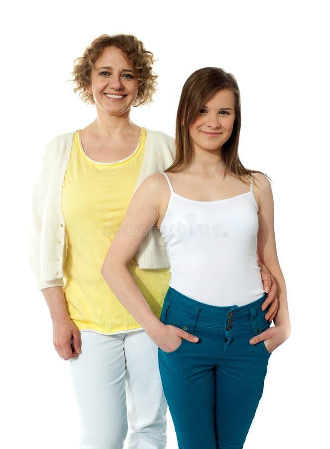 Starkes Verhältnis. Mutter und Tochter stockfotografie