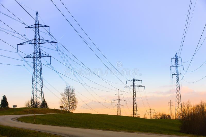 Starkstromleitungen lizenzfreies stockfoto