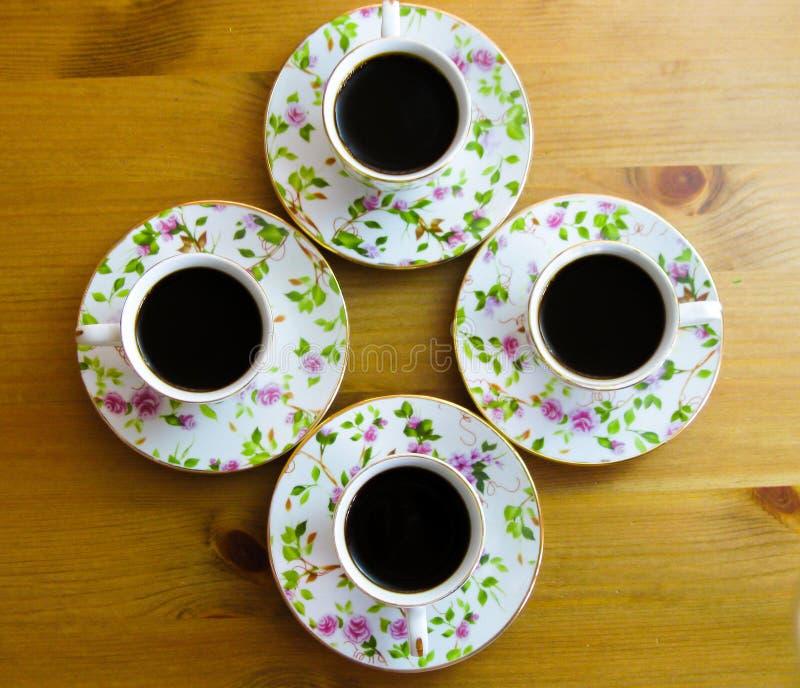Starkt aromatiskt kaffe för fyra personer royaltyfri foto