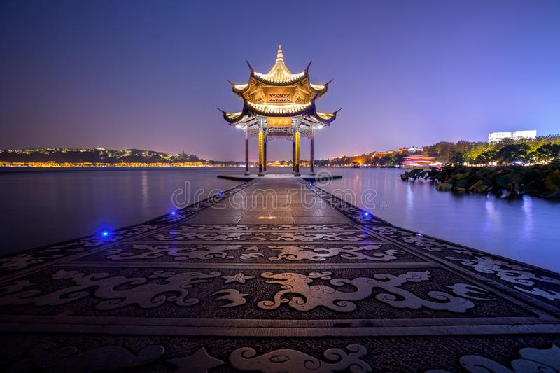 Starożytny Jixian Pavilion przy zachodnim jeziorze Hangzhou, Chiny zdjęcie royalty free