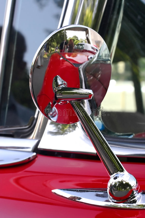 starożytny samochód lustro fotografia stock