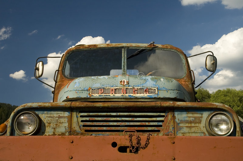starożytny samochód rusty fotografia royalty free