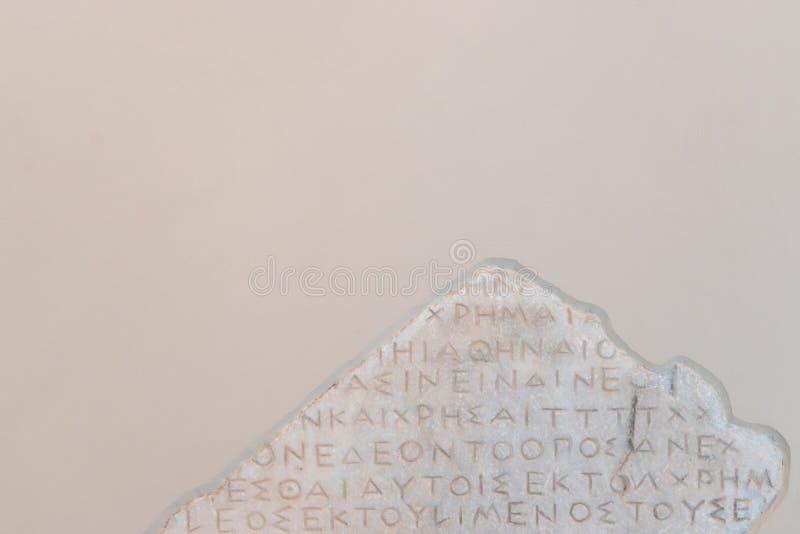Starożytnych Grków słowa rzeźbili w kamień z krakingowym obrazy royalty free