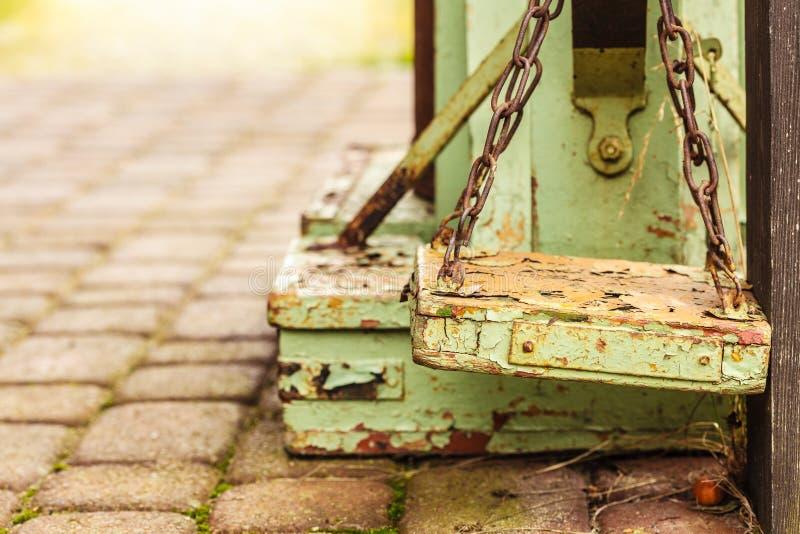 Staromodna przegniła drewniana waży maszyna zdjęcia royalty free