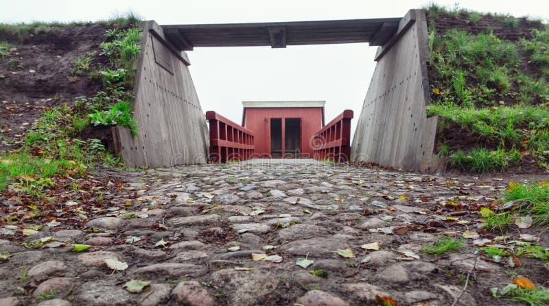 Staromodna toaleta nad fosa Bourtange, Holenderski fortif zdjęcia royalty free