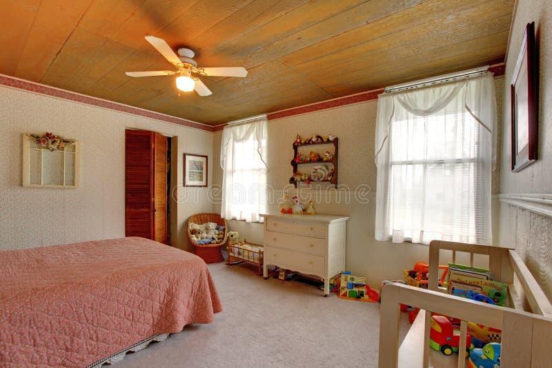 Staromodny domowy wnętrze Żartuje pokój zdjęcie stock