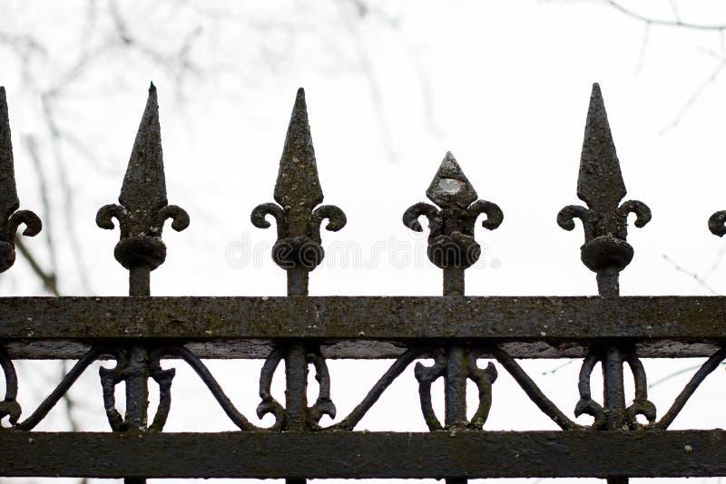 Download Staromodny Kolca Ogrodzenie Zdjęcie Stock - Obraz złożonej z żelazo, wzór: 28965708