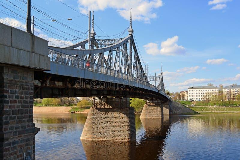 Starovolzhsky vägbro över Volgaen i Tver, Ryssland royaltyfria foton