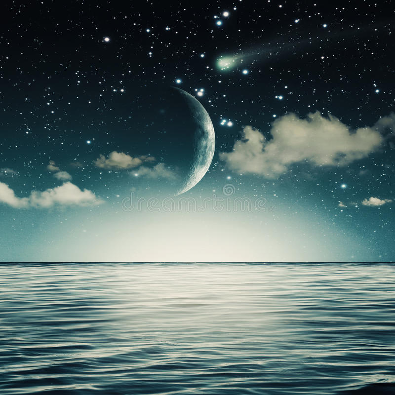 Free Starry Night On The Ocean Royalty Free Stock Photos - 38949868