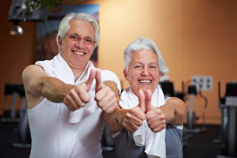 starsi szczęśliwi gym ludzie obraz royalty free