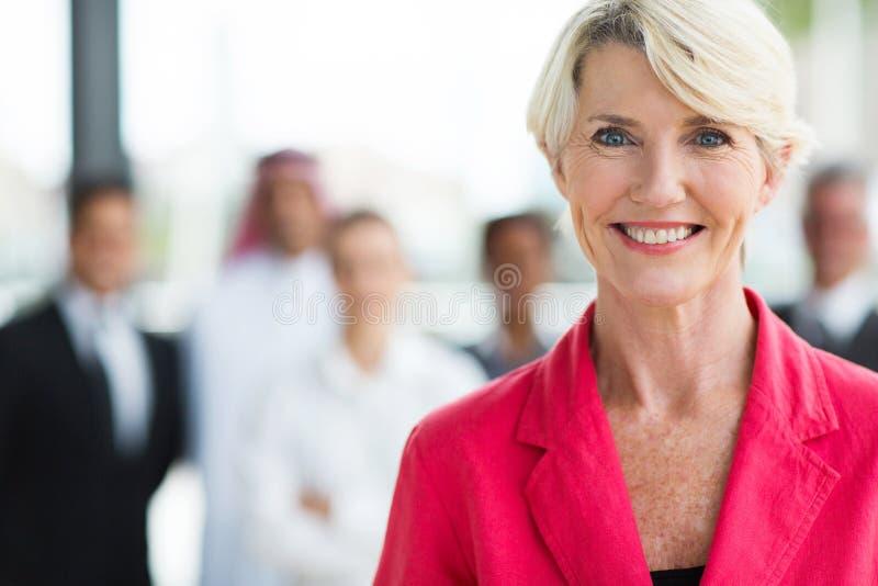 Starsza biznesowa kobieta zdjęcie royalty free