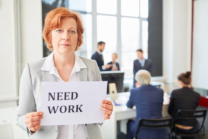 Starsza biznesowa kobieta jako bezrobotni fotografia stock