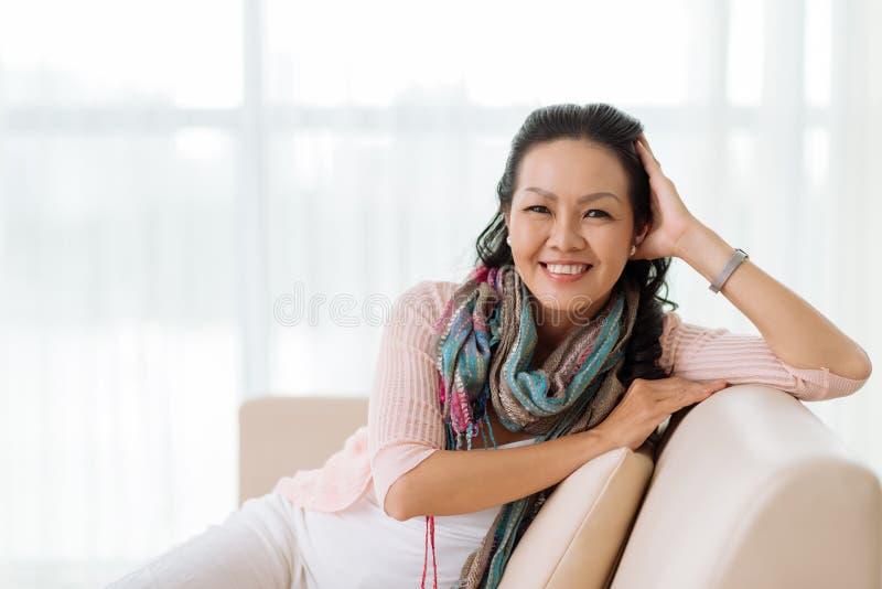 starsza kobieta domowa obrazy royalty free