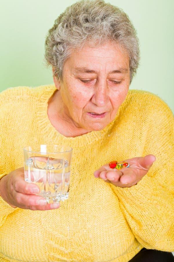 starsza kobieta ogniska oko zdjęcie royalty free