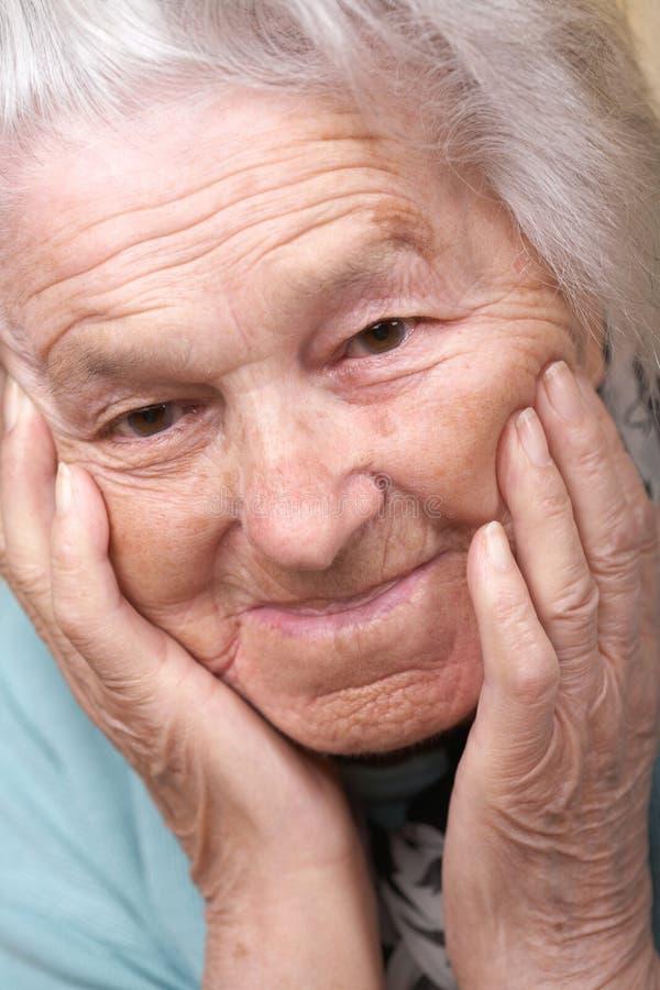 starsza kobieta przygnębiona fotografia stock