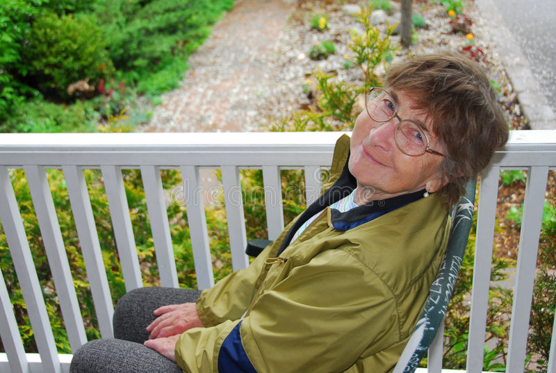 starsza kobieta uśmiechnięta zdjęcia stock