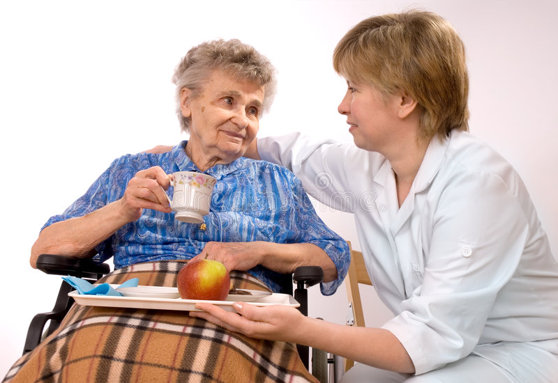 starsza kobieta wózek