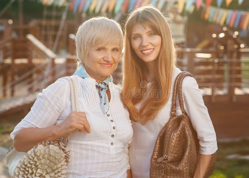 Starsza kobieta Z Dorosłą córką zdjęcie stock