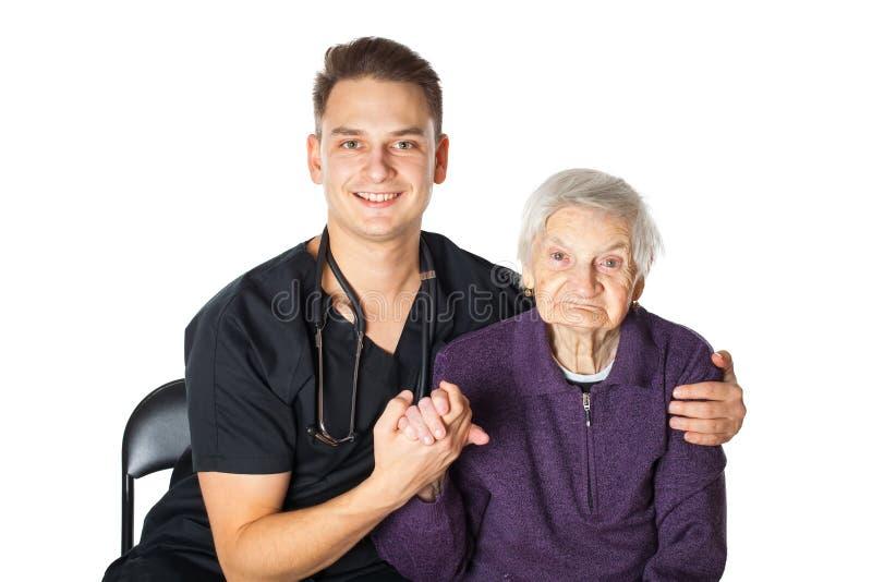 Starsza kobieta z opiekunem na odosobnionym obraz stock