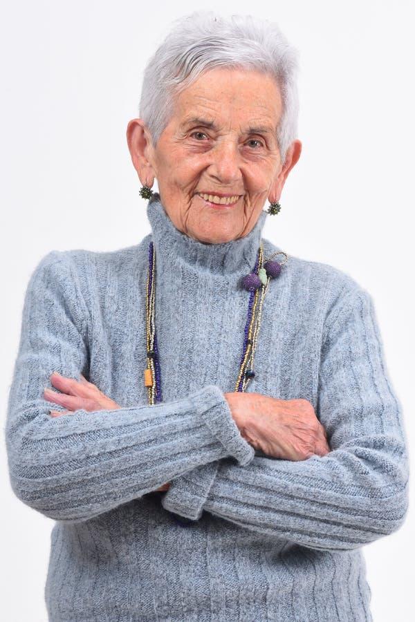 Starsza kobieta z rękami krzyżował na białym tle obraz royalty free
