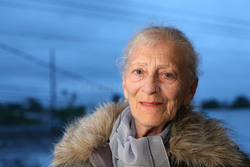 starsza kobieta zimy obraz royalty free