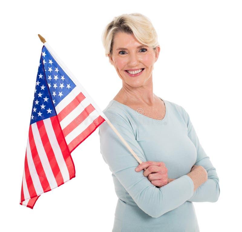 Starsza kobiety flaga amerykańska zdjęcie royalty free