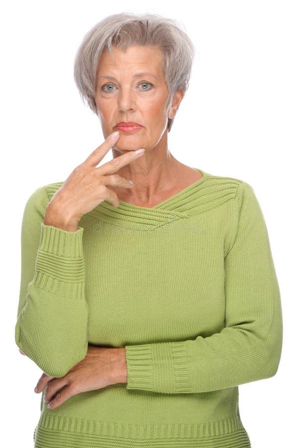 starsza myśląca kobieta zdjęcie royalty free