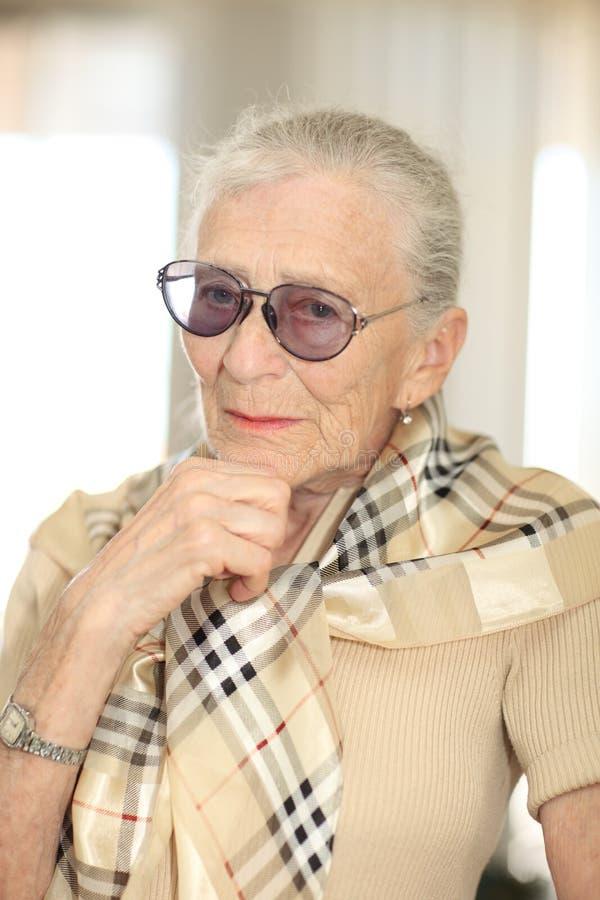 starsza myśląca kobieta fotografia royalty free