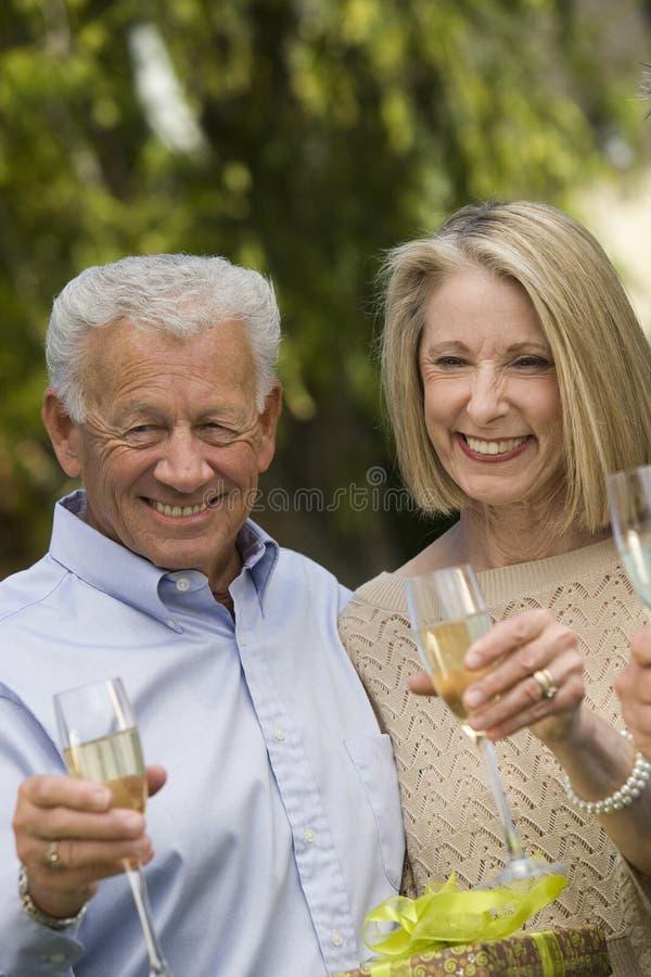 Starsza para Świętuje Wpólnie fotografia royalty free