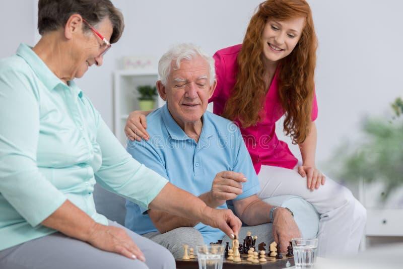 Starsza para i opiekun zdjęcia stock