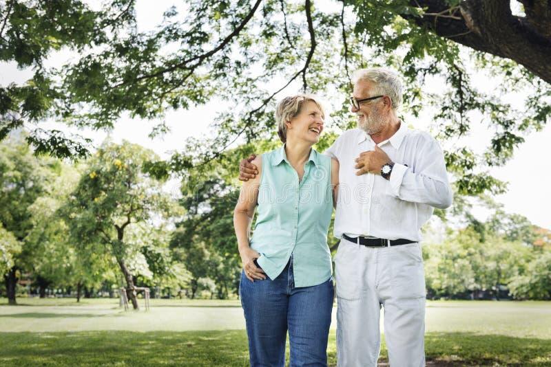 Starsza para Relaksuje stylu życia pojęcie obraz royalty free