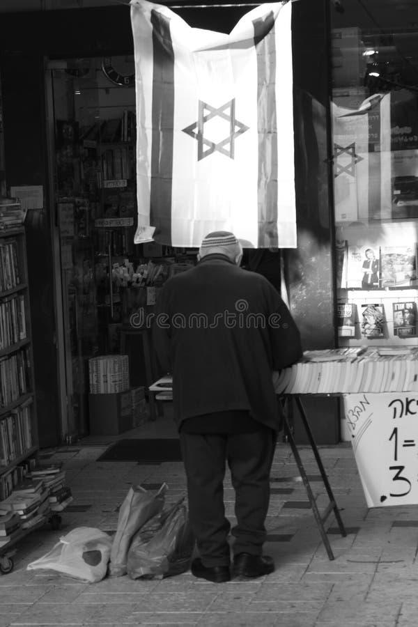 Starsze żyd kupienia książki zdjęcie royalty free