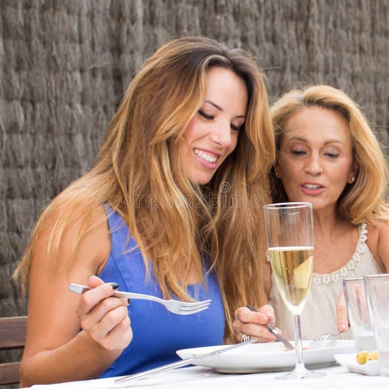 Starsze i młode kobiety obrazy royalty free