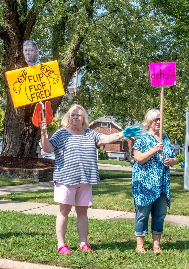 Starsze kobiety ćwiczą ich prawo do wolności słowa zdjęcia stock