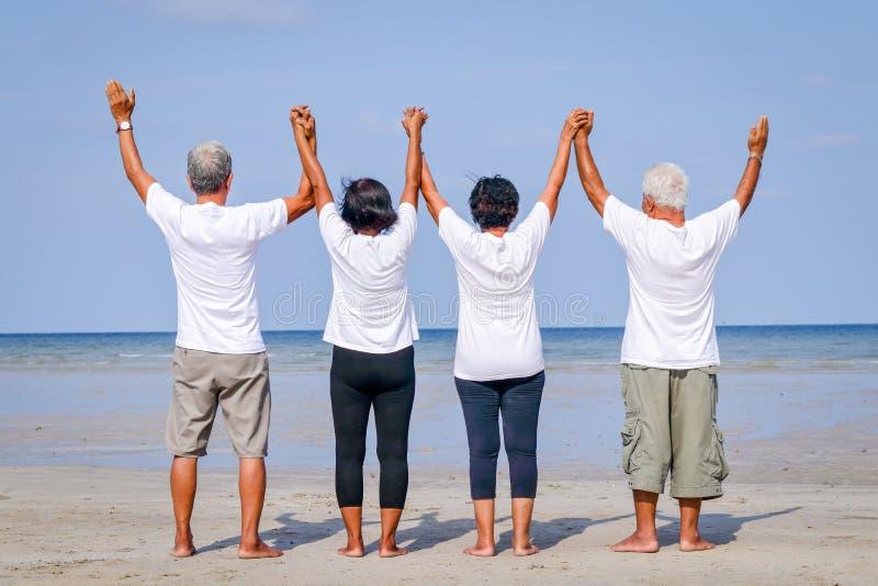 Starsze osoby grupują podróżować morze zdjęcia royalty free