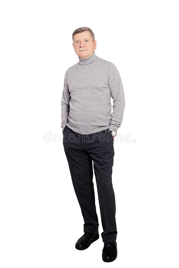 Starszego mężczyzna biznesmen jest ubranym rolki szyi bluzę W Popielaty Odosobnionym zdjęcia stock