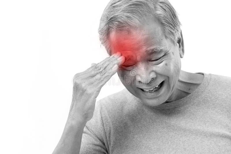 Starszego mężczyzna cierpienie od migreny, stres, migrena obrazy stock