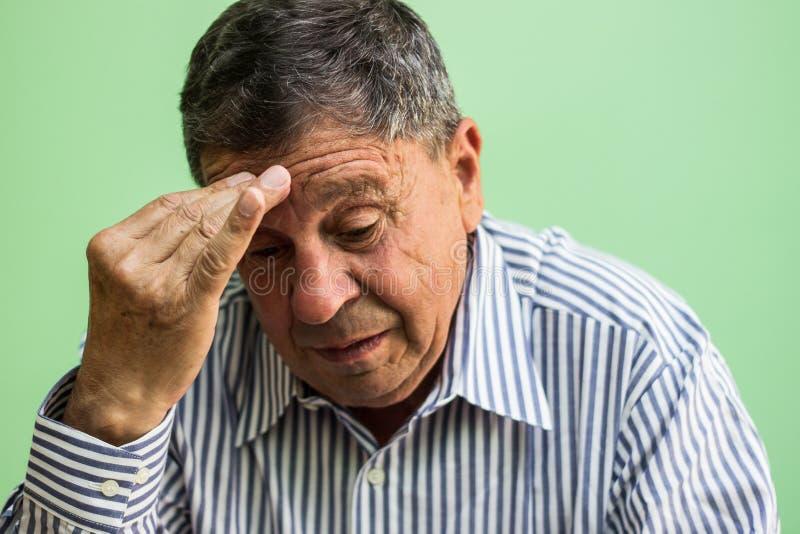 Starszego mężczyzna płacz fotografia stock