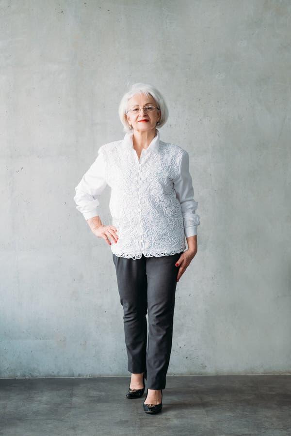 Starszej damy ręki biznesu modny ufny ceo fotografia royalty free